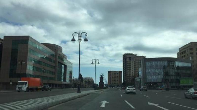 Yeni yaradılan yol ayrıcı sürücülər üçün qəza şəraiti yaradır – VİDEO