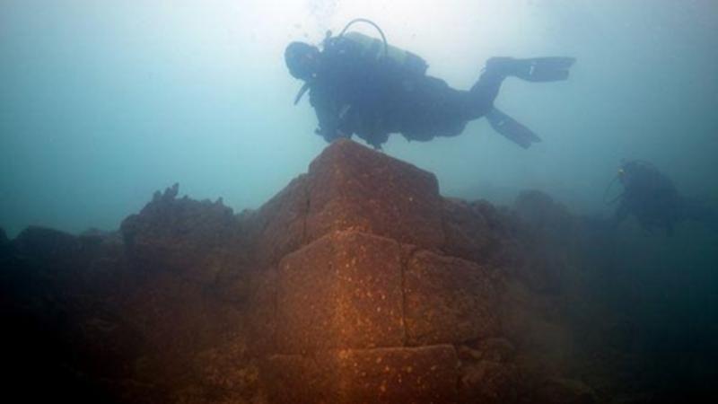 Suyun altında 3000 illik qala tapıldı