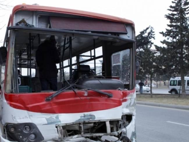 Bakıda avtobus qəza törətdi: ölən var
