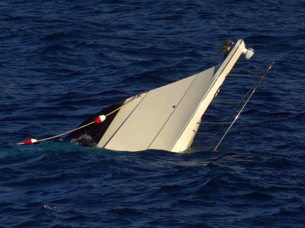 Filippində dalğa bərəni aşırdı – 251 nəfər dənizə töküldü