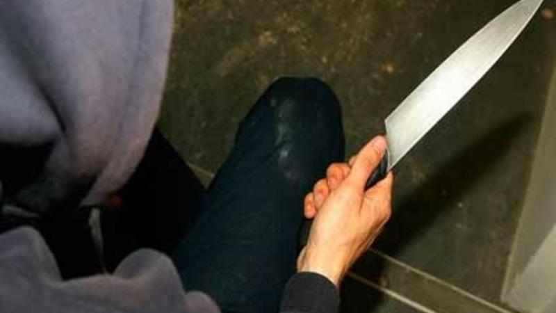 Ayaq qoxusuna görə ürəyindən bıçaqlandı