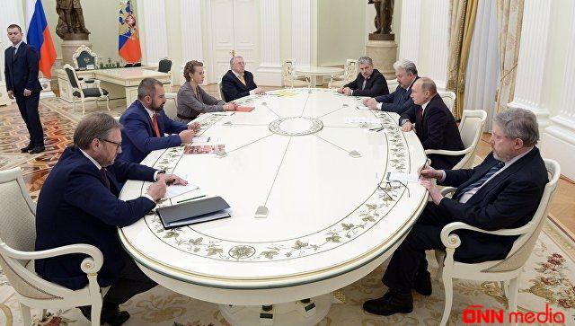 Putin  seçkidə rəqibi olanları dialoqa çağırıb