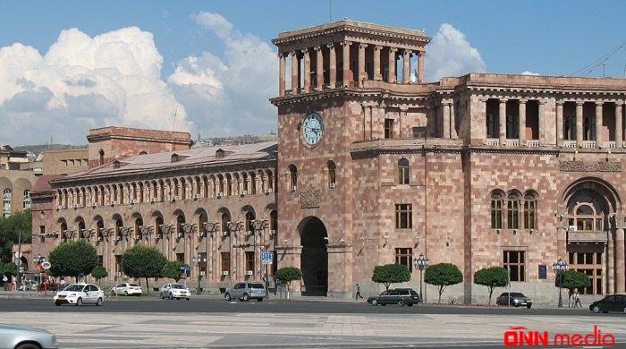 Ermənistan hakimiyyəti parçalanır