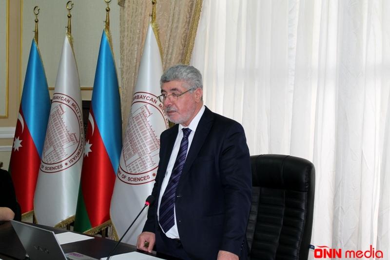 """AMEA-da """"Azərbaycanlılar"""" kitabı müzakirə edilib"""