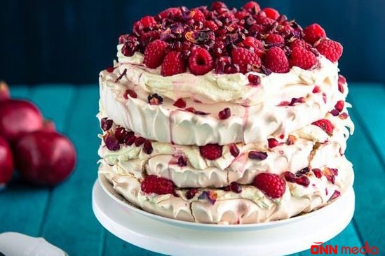 Meyvəli beze tortu – RESEPT