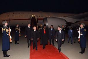 Zimbabve prezidenti Bakıdadır