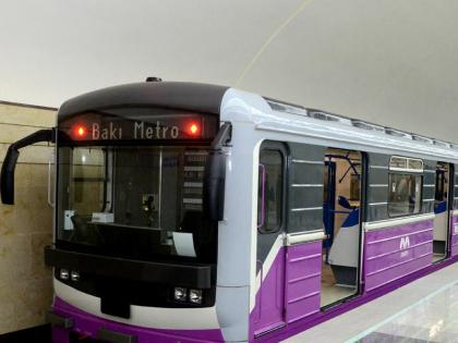 Bakı metrosunda QANLI OLAY: sərnişin qatarda bıçaqlandı