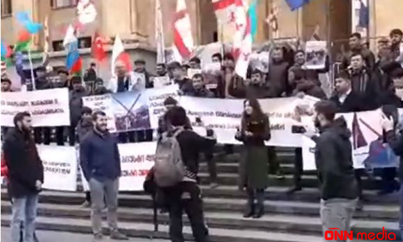 Azərbaycanlılar Tbilisidə etiraz aksiyası keçirir – CANLI YAYIM