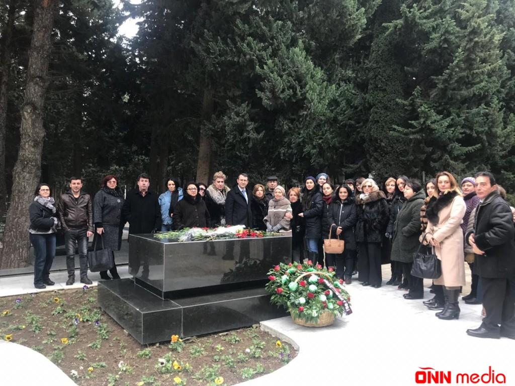 Dahi bəstəkarın doğum günündə məzarı ziyarət olunub