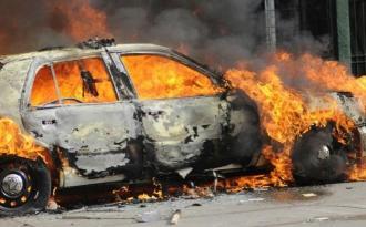 """Ceyranbatanda """"Opel"""" yandı"""