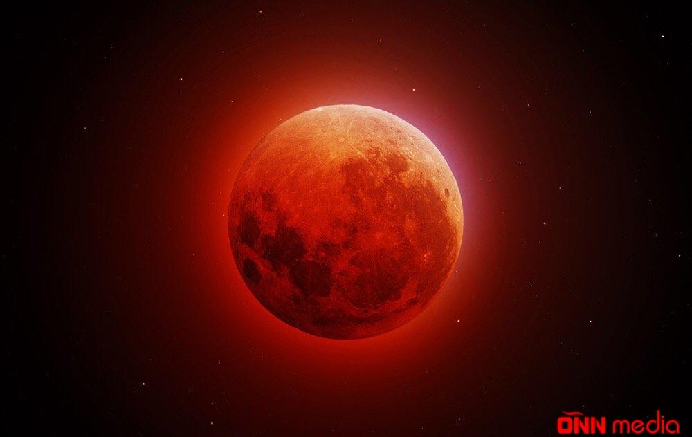 Yer sakinləri super Ay tutulmasını müşahidə edir