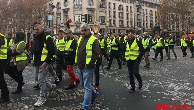 """Parisdə """"sarı jiletlilər""""in aksiyası başladı"""