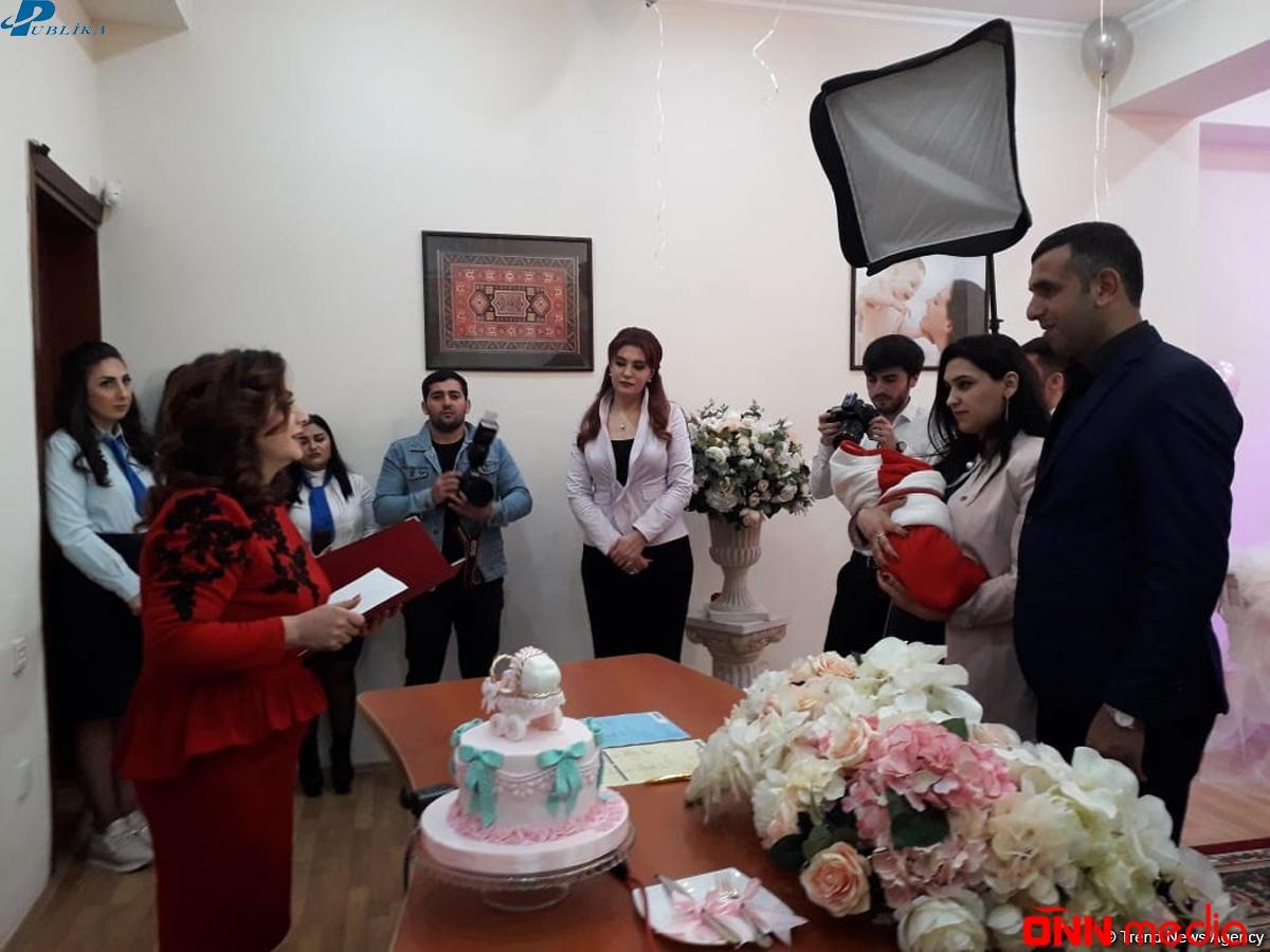 10 milyonuncu Azərbaycan vətəndaşına doğum haqqında şəhadətnamə təqdim edildi