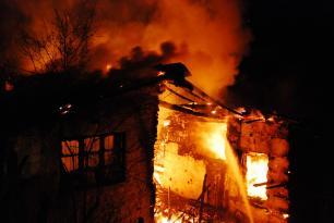 Ağdaşda ev yandı