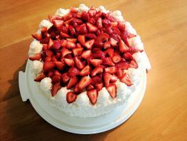 Çiyələkli tort resepti
