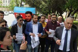SON DƏQİQƏ: Bakıda Rusiya səfirliyi qarşısında Fuad Abbasovla bağlı aksiya – FOTOLAR
