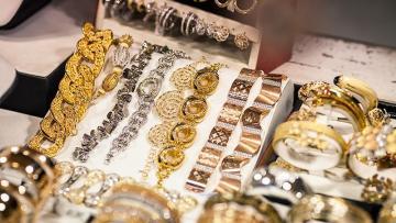 Ölkənin qızıl-gümüş bazarı ucuzlaşır
