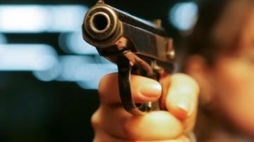2 yaşlı uşaq özünü nənəsinin tapançası ilə vurdu – DƏHŞƏTLİ OLAY
