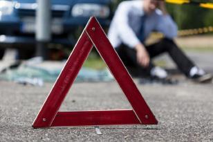 Sürücü vurduğu piyadanı həkimə apararkən, yolda birini də vurdu və…