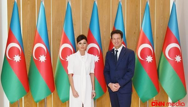Mehriban Əliyeva MEDEF Biznes Şurasının prezidenti ilə görüşdü