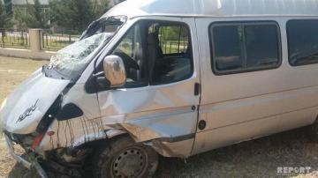 Şəkidə mikroavtobus aşdı: yaralılar var