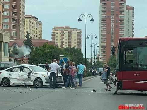 """""""Baku Bus"""" avtobusu qəza törətdi: yaralı var"""