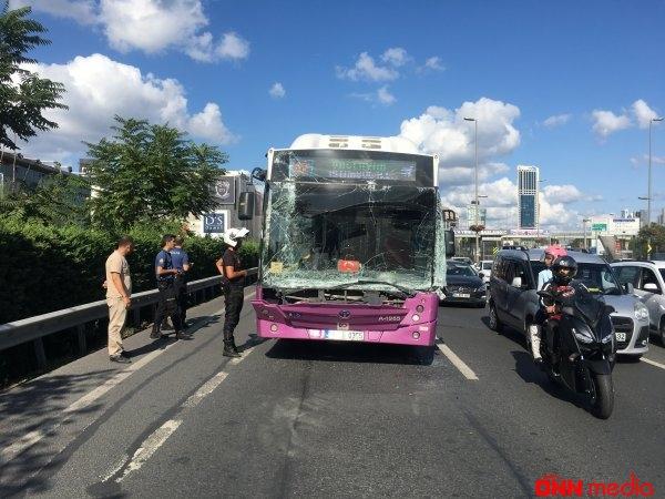 İstanbulda avtobus maşına çırpıldı – 1 nəfər…