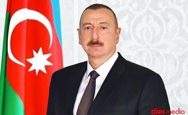 İlham Əliyev Zelenskini təbrik etdi