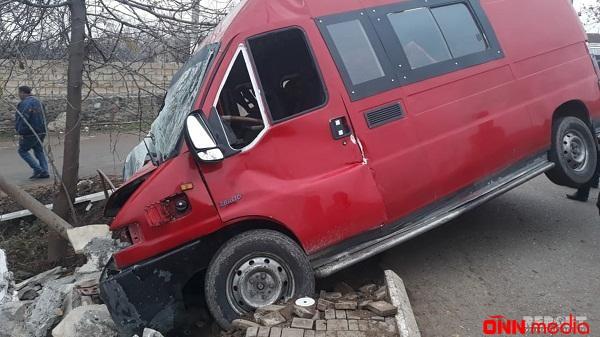 Hacıqabulda mikroavtobus qəzası: yaralananlar var