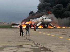Təyyarə yandı – Aeroport işini dayandırdı