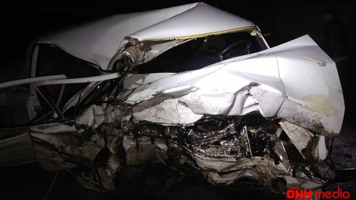 Qaxda avtomobil dərəyə yuvarlandı
