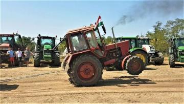 Kürdəmirdə traktor yandı