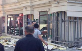 Bakıda binanın fasadı uçdu