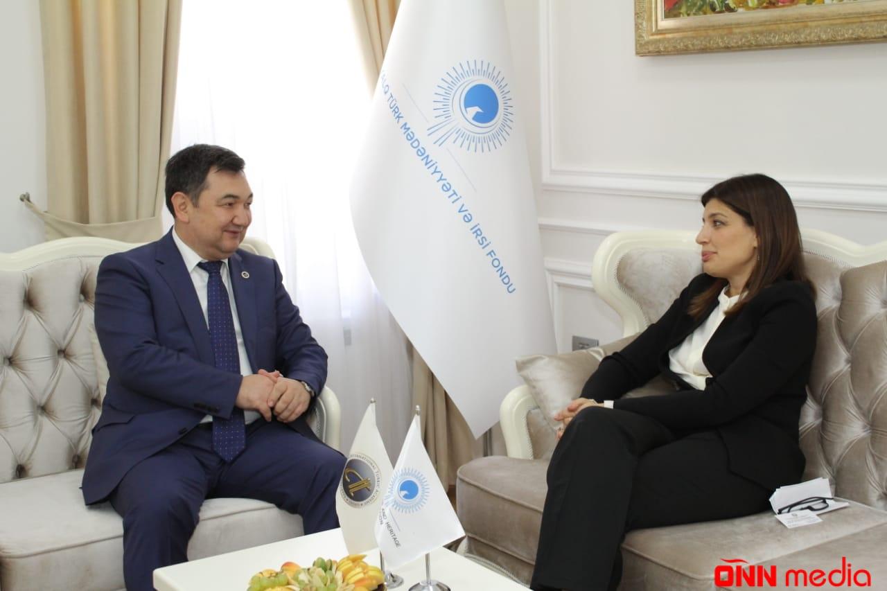 Darhan Qydyráli Beynəlxalq Türk Mədəniyyəti və İrsi Fondunda olub
