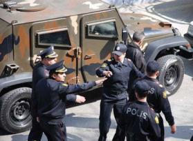 Mingəçevirdə polis bıçaqlandı – Rəsmi