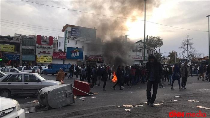 İranda polis etirazçılara atəş açdı: ölənlərin sayı 9 nəfərə çatdı