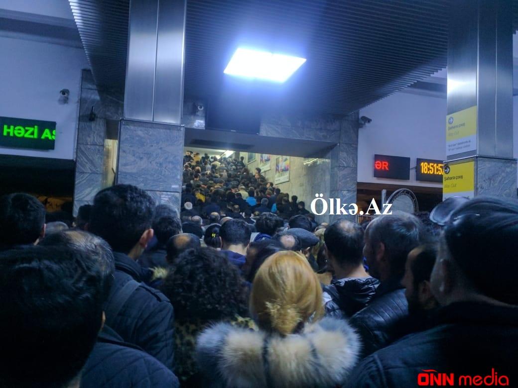 Bakı metrosunun bu stansiyasında dəhşətli sıxlıq yarandı – SƏBƏBİ İSƏ…