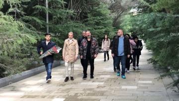 Cem Yılmaz Heydər Əliyevin məzarını ziyarət etdi və… – FOTOLAR