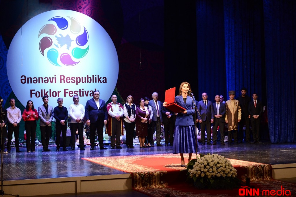 Ənənəvi Respublika Folklor Festivalına yekun vuruldu