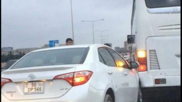 Bakıda marşrut avtobusu qəzaya uğradı