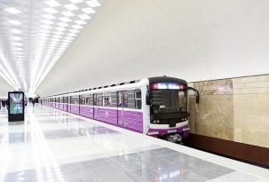 Oğlan özünü metroda qatar yoluna atdı