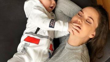Fahriye ilk dəfə oğlu ilə fotolarını paylaşdı və REKORD QIRDI