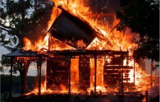 Bayram günü evi yandı özüdə öldü