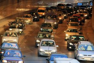 Yol polisi avtomobili nasaz olan sürücülərə müraciət edib