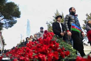 Azərbaycan xalqı Şəhidlər Xiyabanında- FOTO