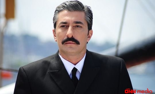 "Məşhur aktyor ""Koronavirus"" mahnısı oxudu – VİDEO"