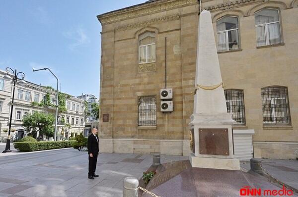 İlham Əliyev Cümhuriyyət abidəsini ziyarət etdi