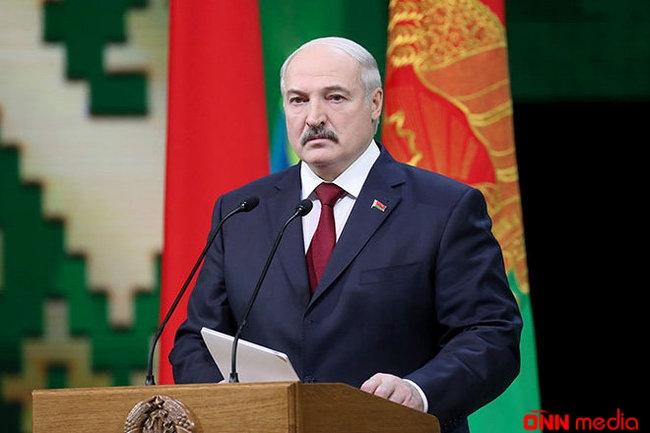 Aleksandr Lukaşenko hökuməti buraxdı