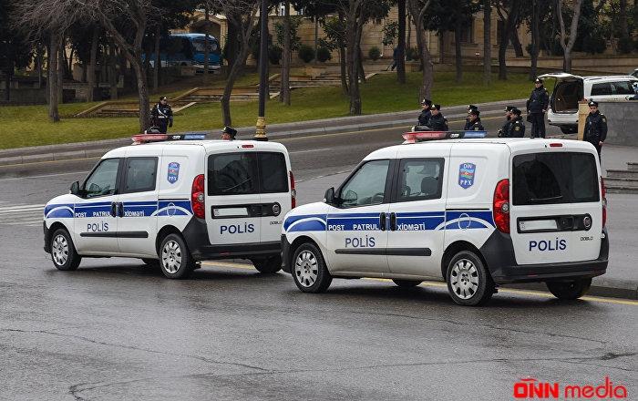 Bakı polisi küçələrdə çağırış edir – Video