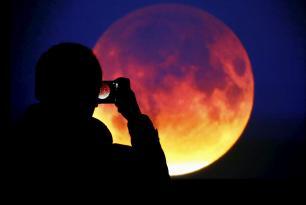 SON DƏQİQƏ: İlin ikinci Ay tutulması başladı